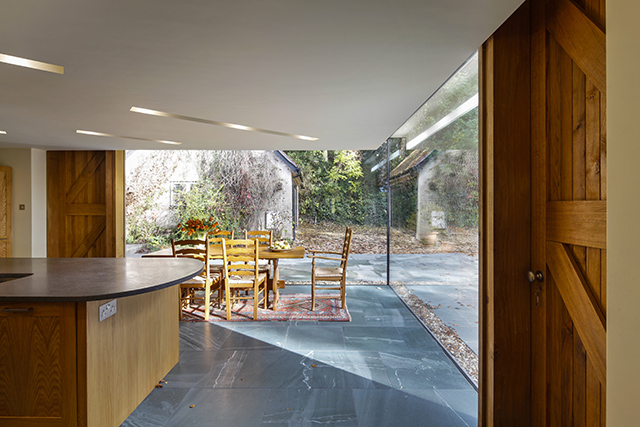 Construction of a cantilevered glass extension to a period property by Stephen Marshall Architects